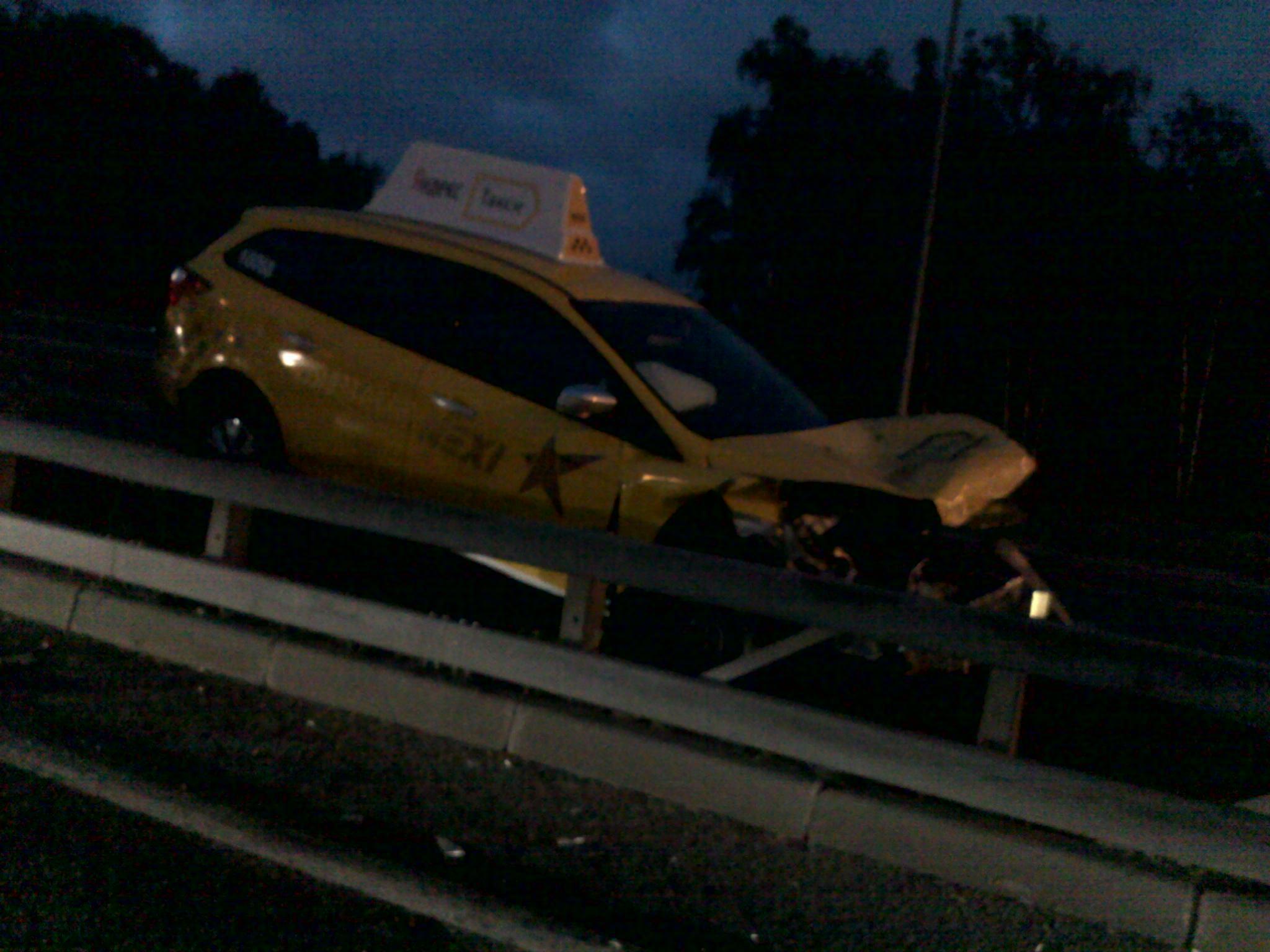 Фото результата дорожного транспортного происшествия в публикации в защиту прав потребителей услуг такси.
