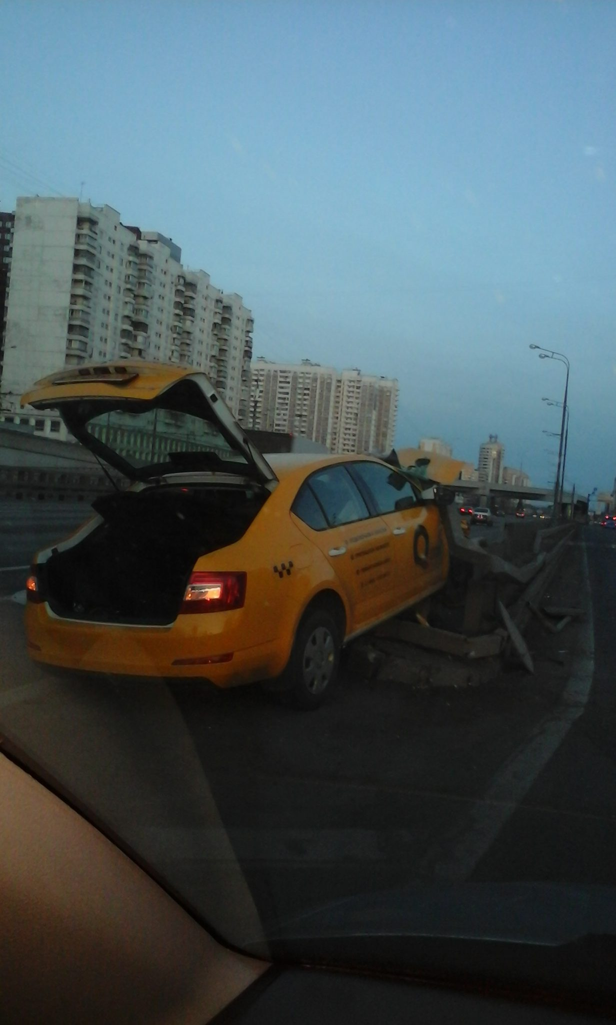 Желтое такси. Очередная авария.