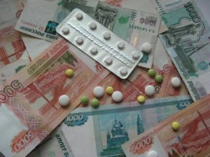 Если лечение дорогостоящее, то можно получить налоговый вычет в размере стоимости лечения и вернуть 13 % от потраченной суммы