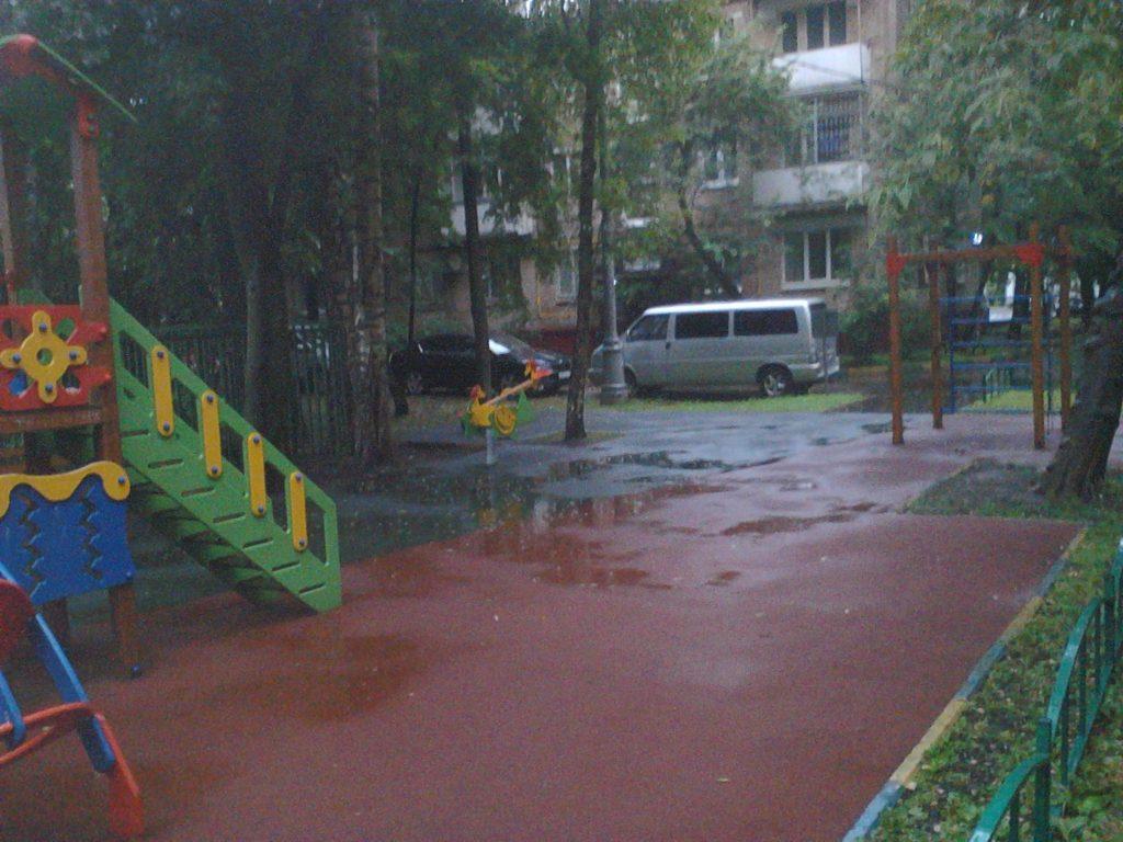 Детская площадка Москва ул Менжинского 21 напротив 9 подъезда
