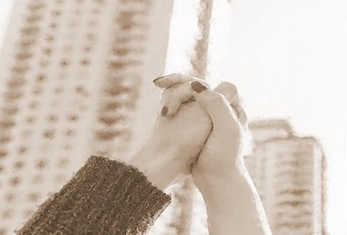 Приобретенная во время брака квартира является совместной собственностью супругов, и каждый из супругов имеет право на имущественный налоговый вычет
